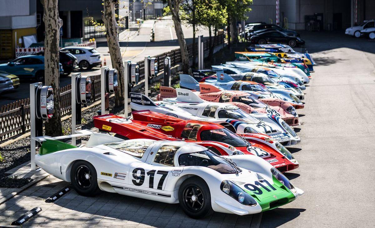 Porsche-917-Gruppenbild im Werk 1 in Stuttgart-Zuffenhausen