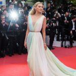 Outfit der Woche: Elsa Hosk im luftigen Chiffonkleid