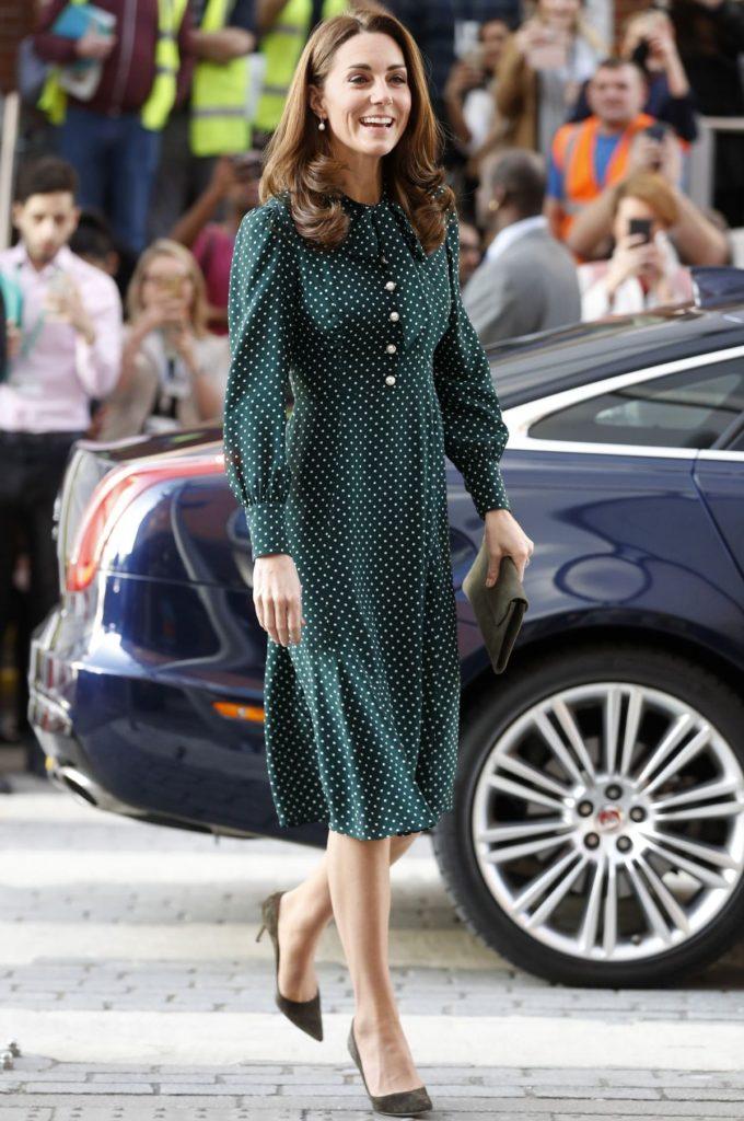 Kate im gepunkteten Kleid von L.K. Bennett (ddp images)