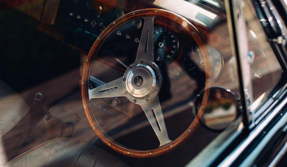 Automobil mit Rechtslenkung