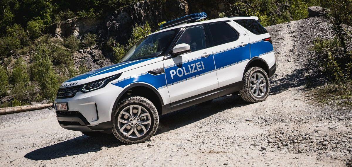 Die Polizei hat im Land Rover Experience Center in Wülfrath 34 Discovery übernommen.