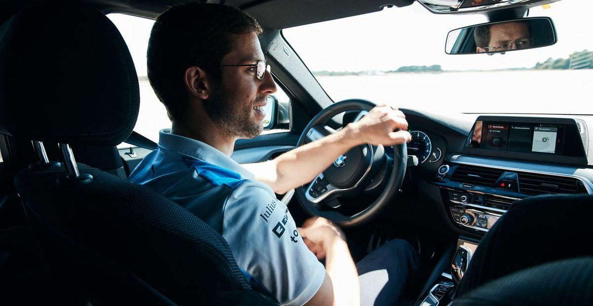 Werksfahrer Alexander Sims im BMW Power BEV