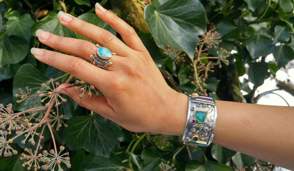 Armreif in Silber: In vielen unterschiedlichen Designs und Formen erhältlich