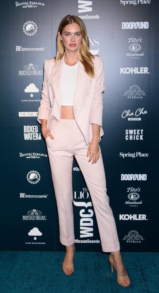 Outfit der Woche: Megan Williams im rosa Pantsuit