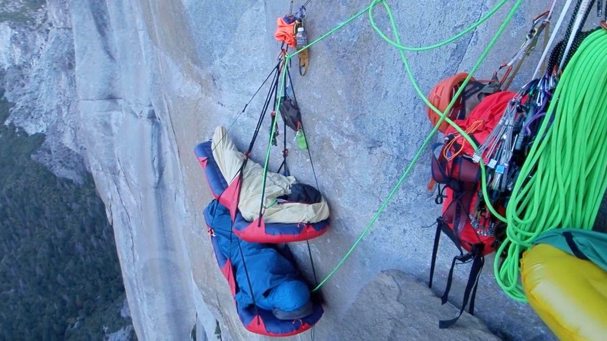Übernachten an der Felswand (Fotos: ddp images)