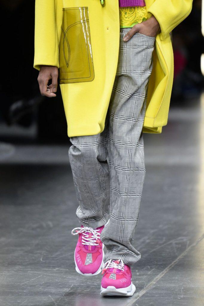 Bei Versace steht Neon im Fokus