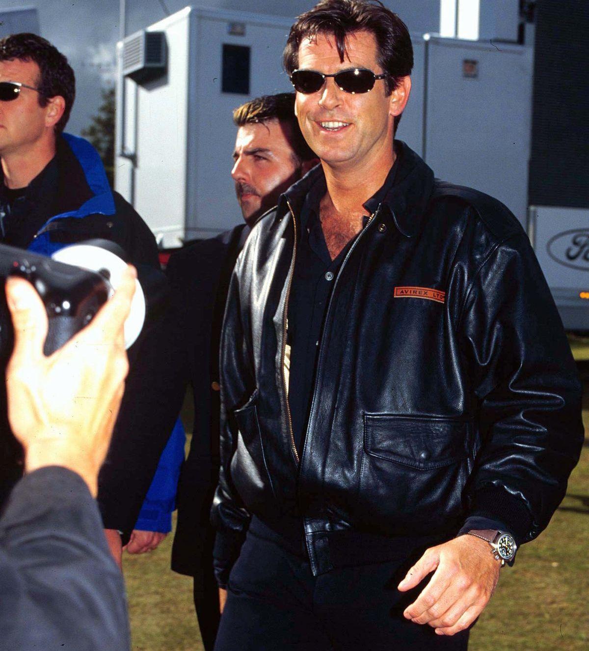 Auch Weltstar Pierce Brosnan trägt gerne eine Omega Speedmaster Professional (ddp images).
