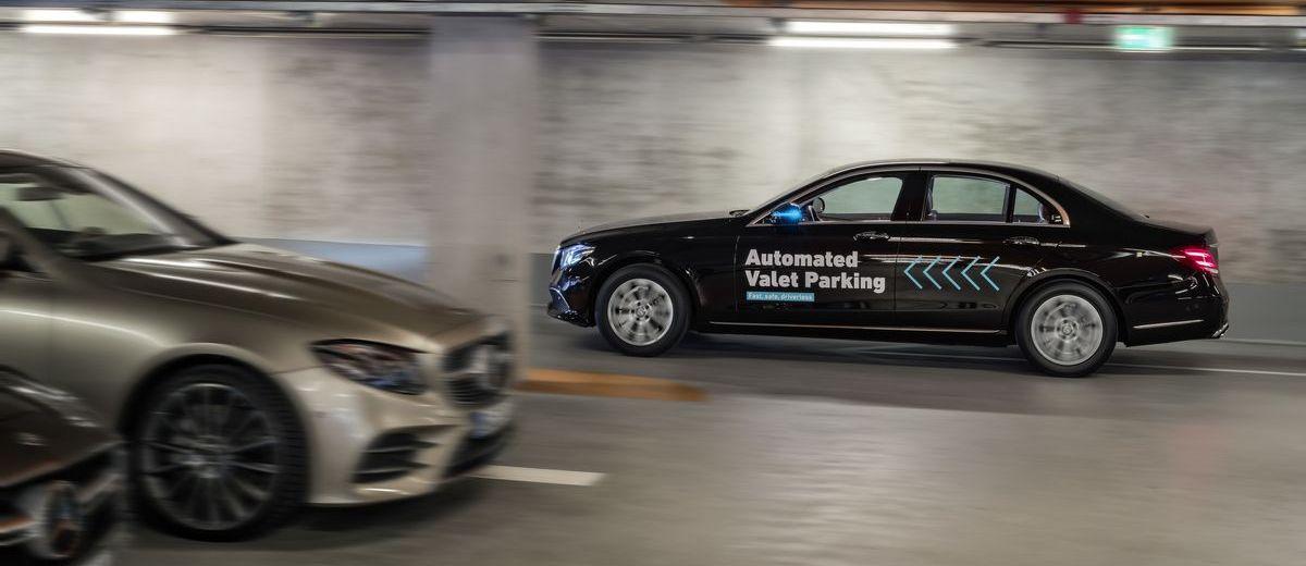 Autonomes Fahren im Parkhaus des Mercedes-Benz-Museums in Stuttgart