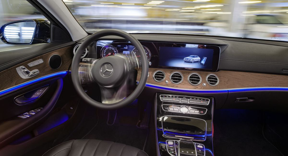 Das Cockpit des autonom fahrenden Mercedes-Benz