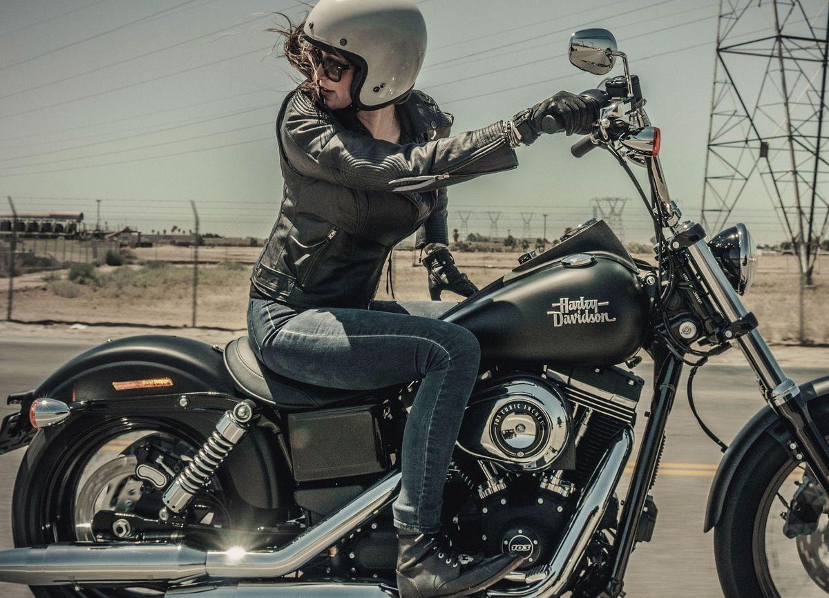 Die Ladies of Harley (L.O.H.) cruisen durch Hamburg