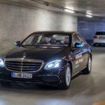 Dieser Mercedes fährt und parkt alleine