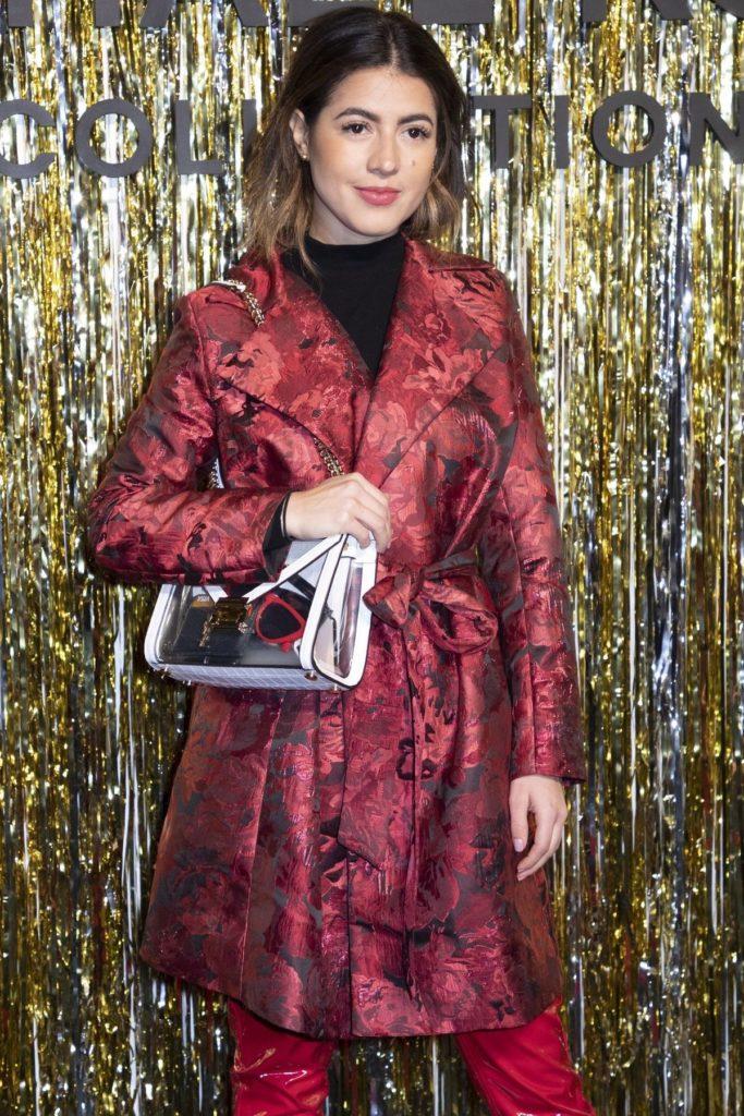 Fashion-Bloggerin Pamela Allier kombiniert dunkle Rottöne.