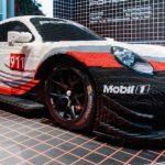 Für Spielkinder: Halb Porsche 911 RSR, halb Lego