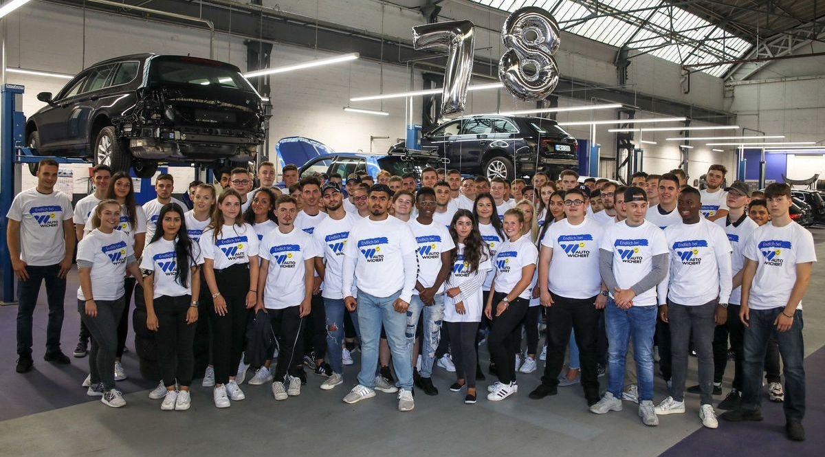 78 junge Frauen und Männer beginnen aktuell ihre Ausbildung bei der Auto Wichert GmbH.