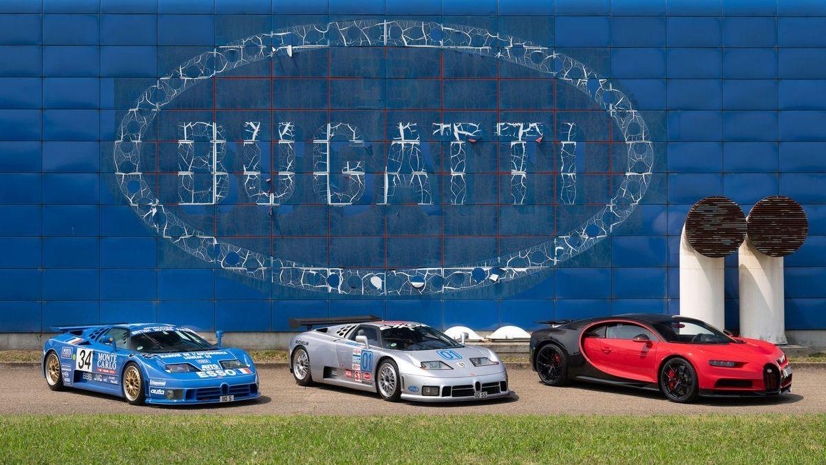 Die blaue Fabrik in Campogalliano: Bugatti EB 110 und Bugatti Veyron.