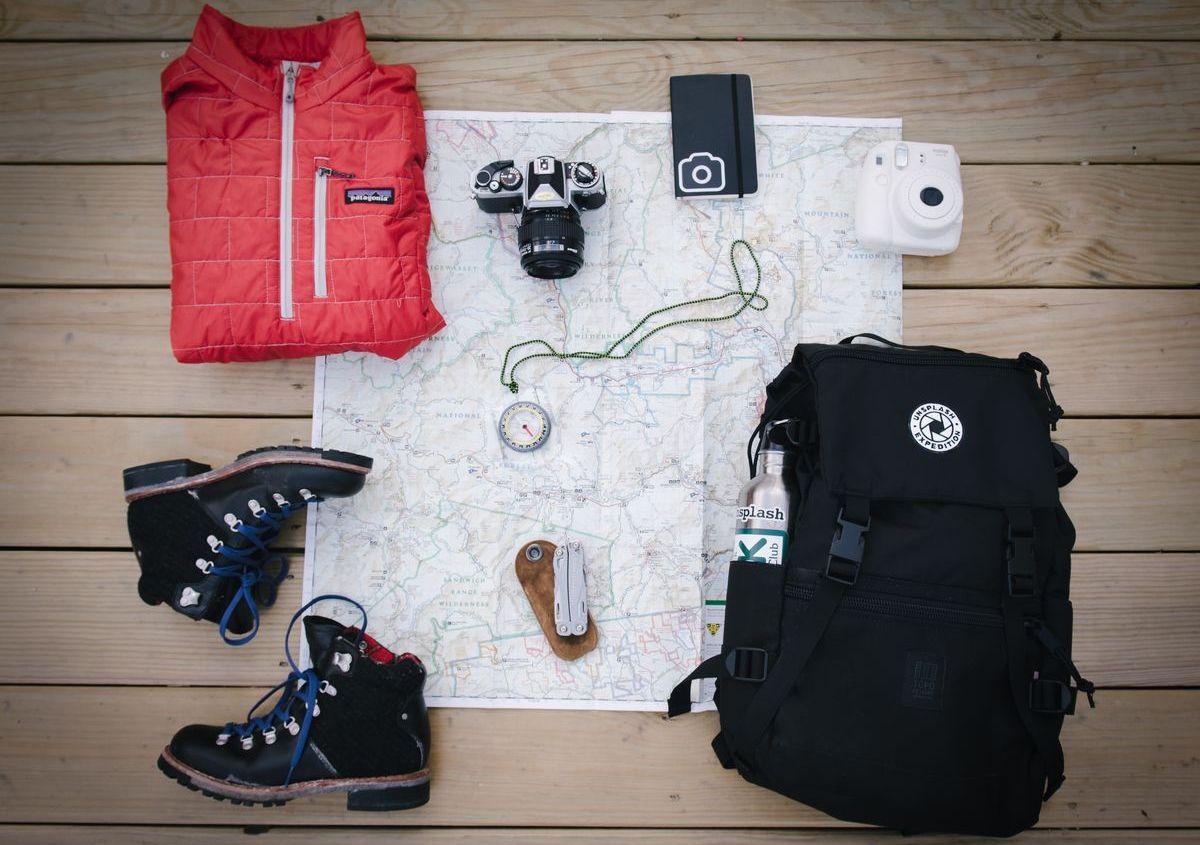 Auch das richtige Outfit gehört bei einem Campingausflug dazu
