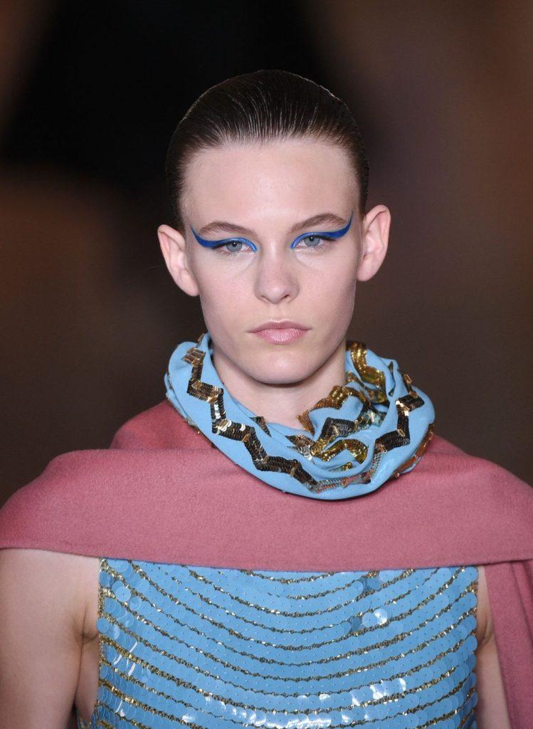 Das Augen Make-up sollte mit dem Outfit harmonieren (ddp images).