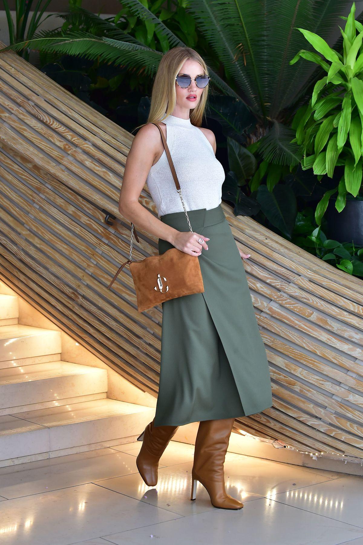 Rosie Huntington-Whiteley trägt unser aktuelles Outfit der Woche (ddp images)