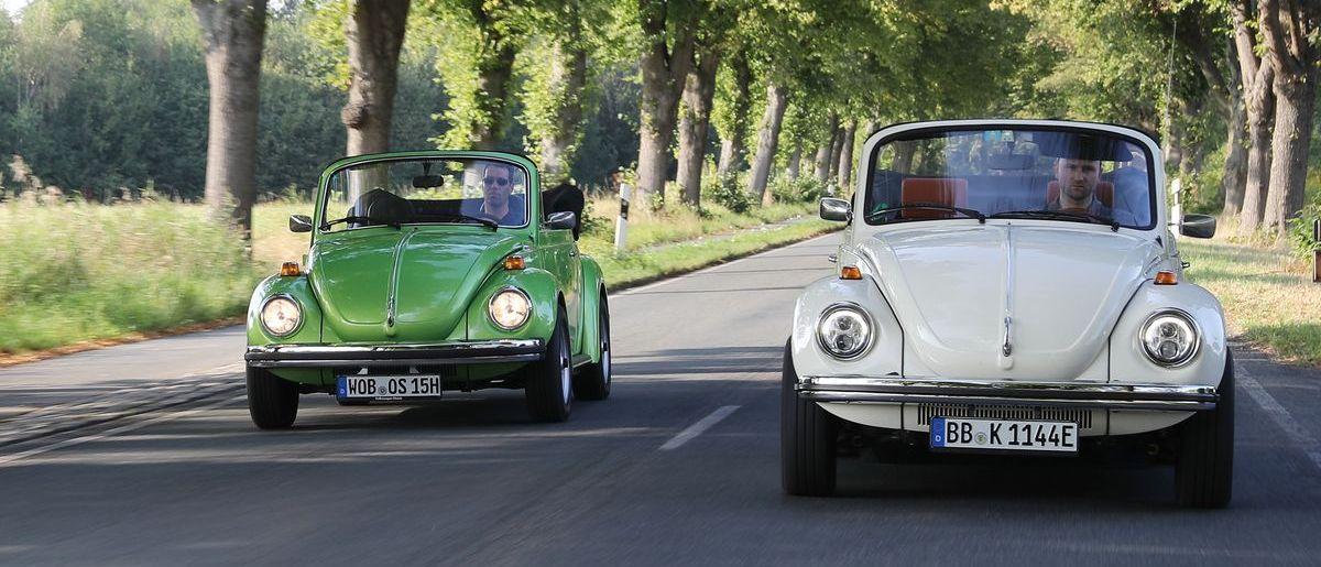 Käfer-Duo: Ein Benziner von 1978 (US-Reimport) und der e-Käfer (rechts)