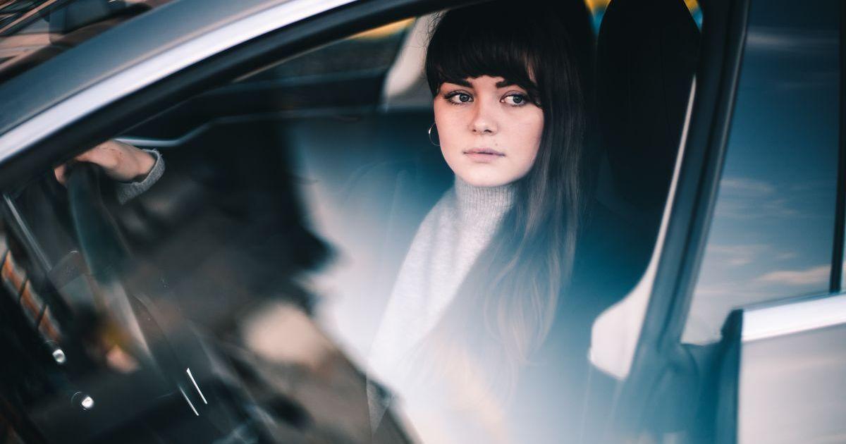 Kontaktlinsen sind vorteilhaft für Autofahrer.
