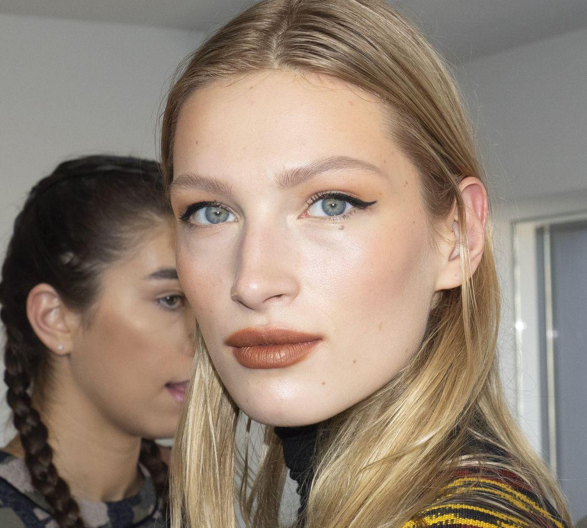 Model im Backstage-Bereich von Cushnie (ddp images)