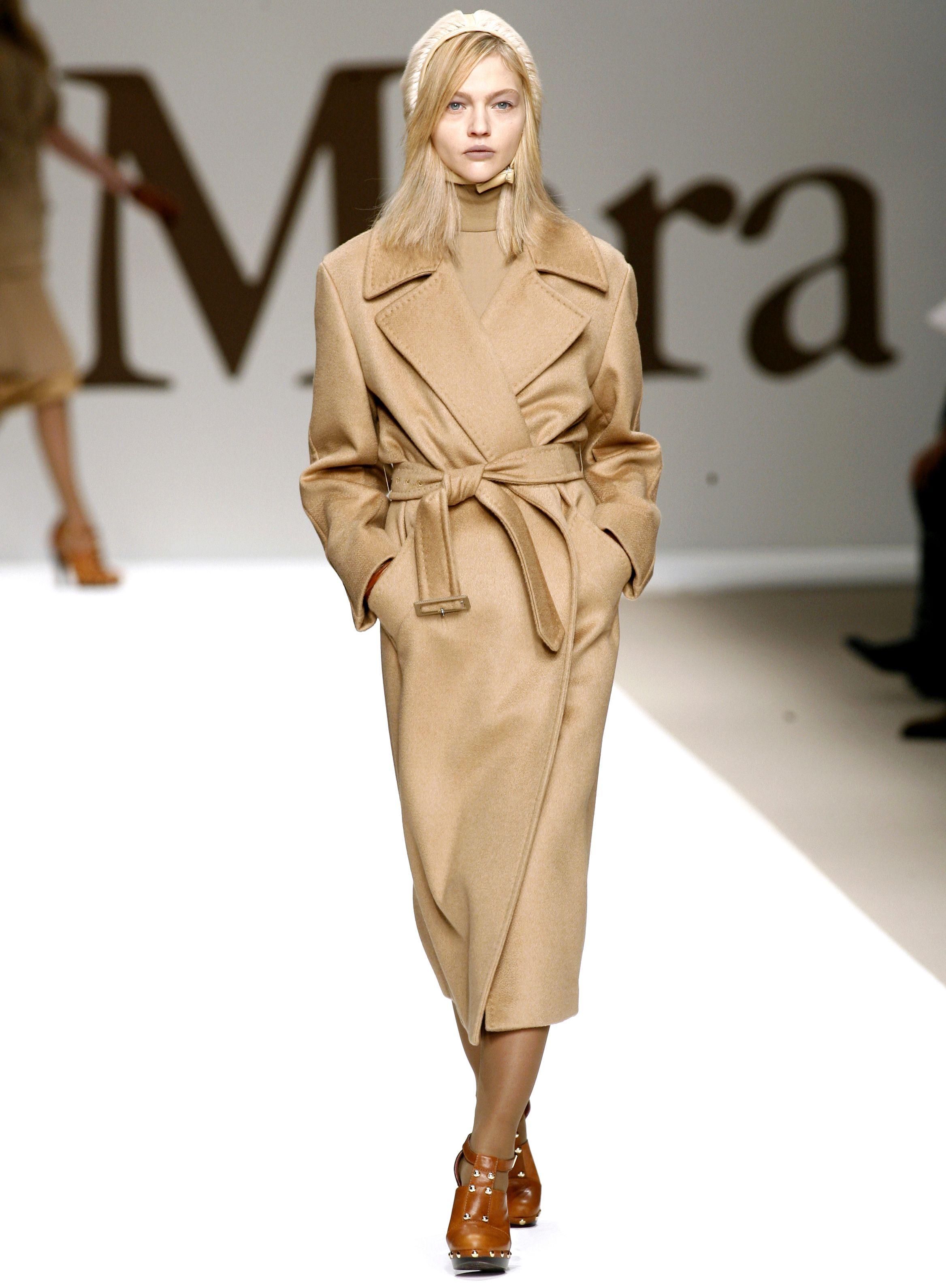 Milan Fashion Week Ready to Wear: Ein Model mit Nietenboots in der Show von Max Mara (ddp images)