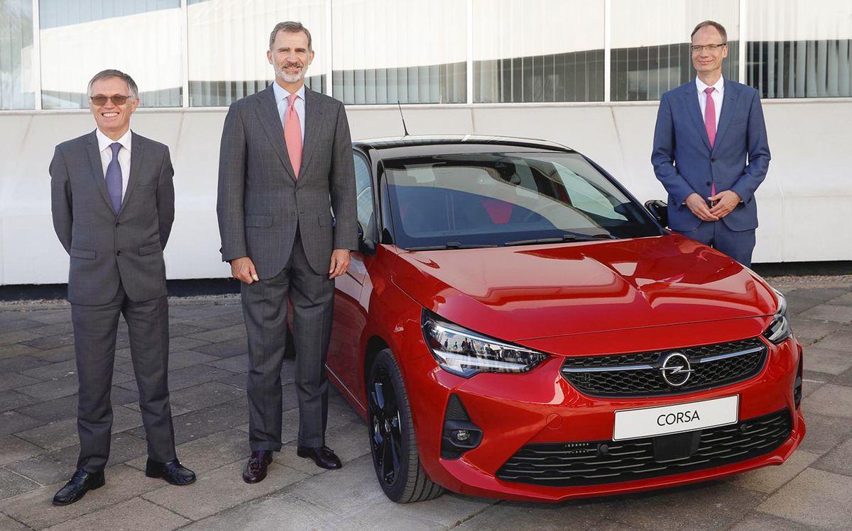 PSA-Boss Carlos Tavares, König Felipe VI. von Spanien und Opel-Chef Michael Lohscheller