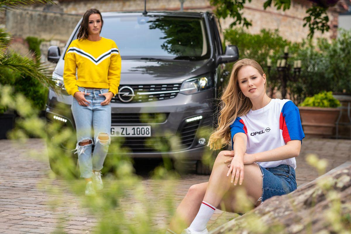 Pullover und T-Shirt aus der Vintage-Kollektion von Opel