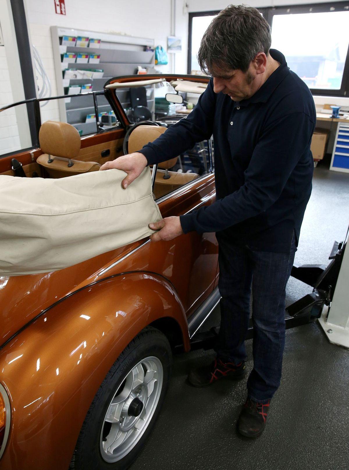 Das VW Käfer Cabrio geht gut vorbereitet in den Winterschlaf.