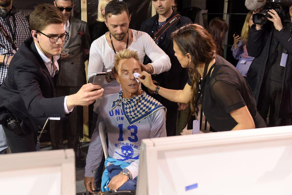 2016: Wolfgang Joop backstage bei der Fashion Week in Paris (ddp images).