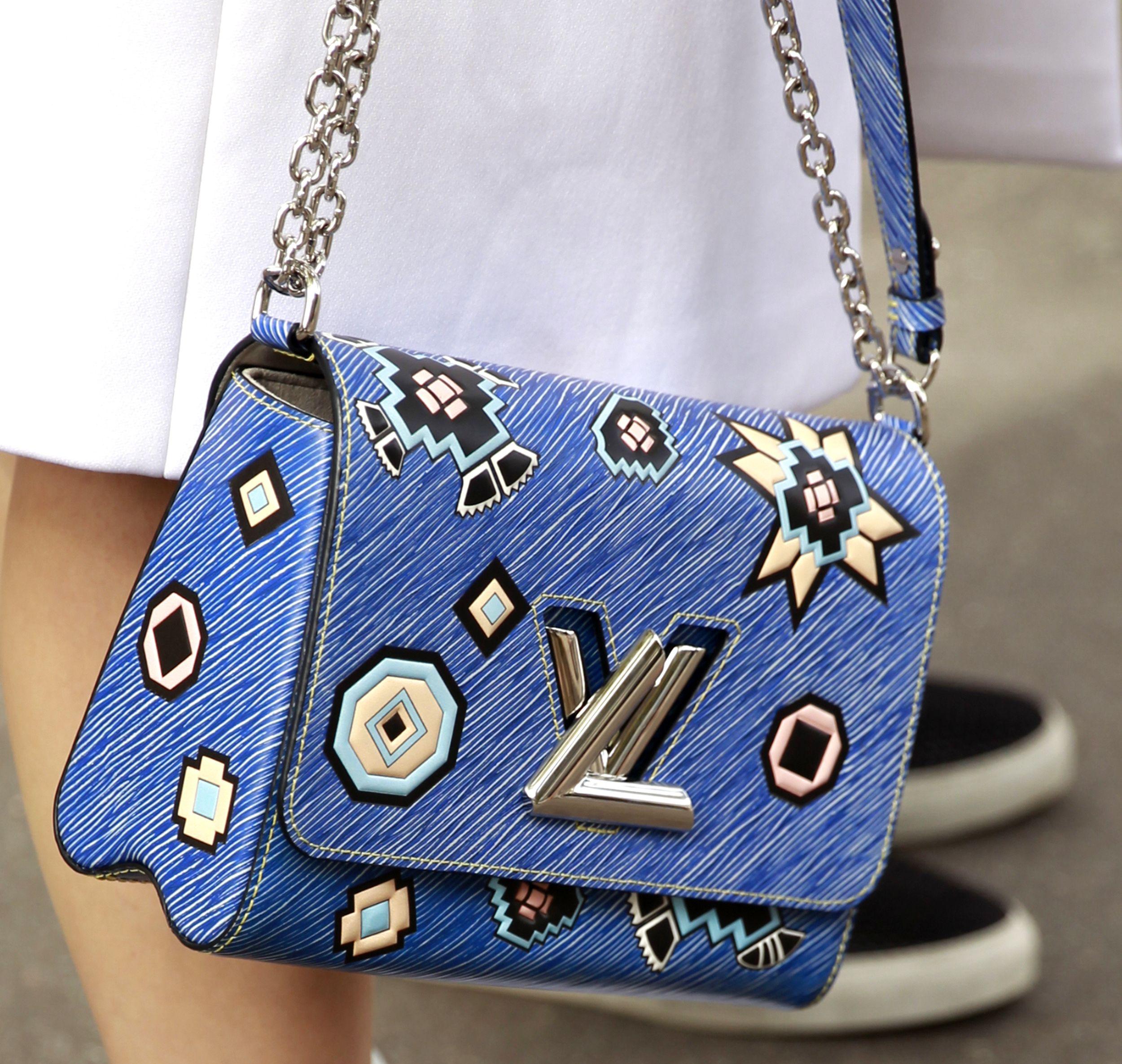 Verzierte Tasche von Louis Vuitton während der Paris Fashion Week Spring/Summer (ddp images)