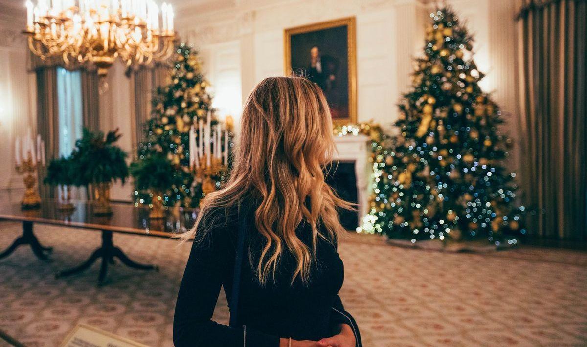 Über Weihnachten lieber etwas zurückhaltender beim Outfit sein.