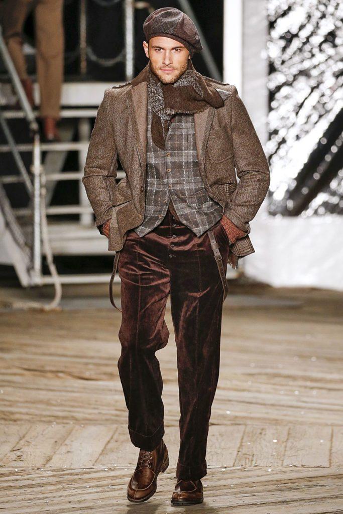 Model bei Joseph Abboud trägt robuste Schnürer (ddp images)