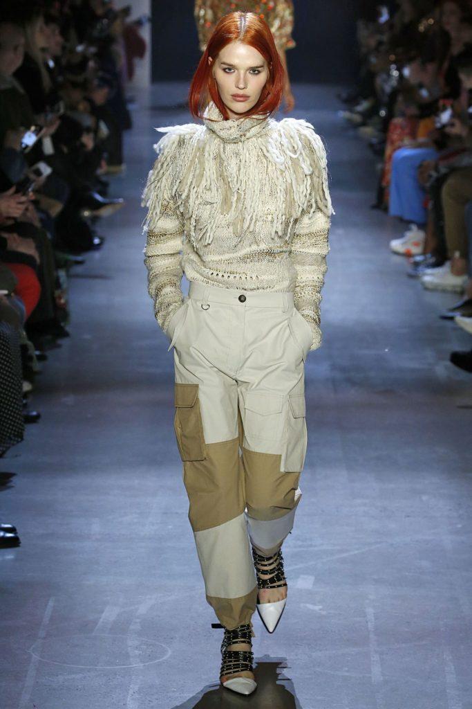 Model bei Prabal Gurung zeigt trendige Heels (ddp images)