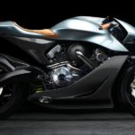 Ein britischer Sportwagenhersteller auf der italienischen Motorradmesse?