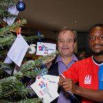 Der Hamburger Weg: David Kinsombi bei der Weihnachtsbaum-Charity