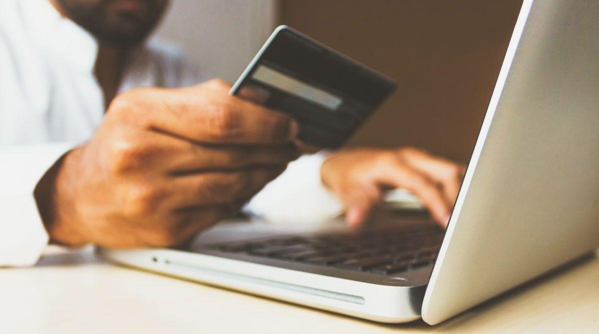 """Online zu investieren ist mit """"Iban Wallet"""" praktisch."""