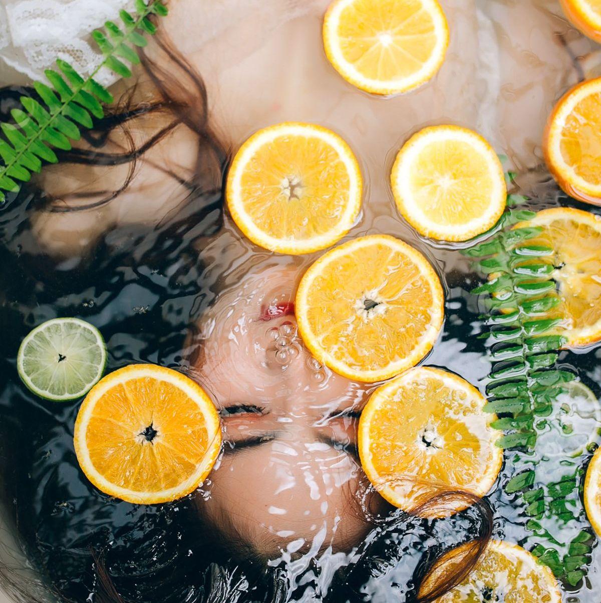 Vitamin C schützt die Haut vor negativen Einflüssen.
