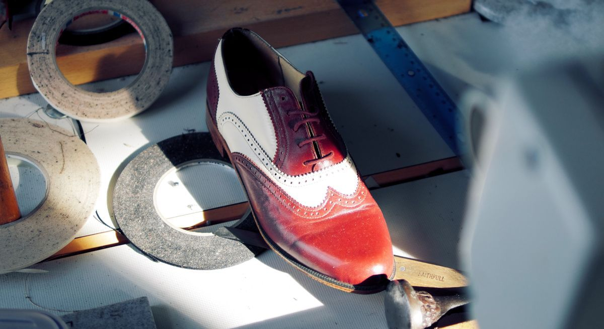Die Farbkarte ist ein nützliches Tool für alle Kreativen der Schuh- und Lederwarenbranche.