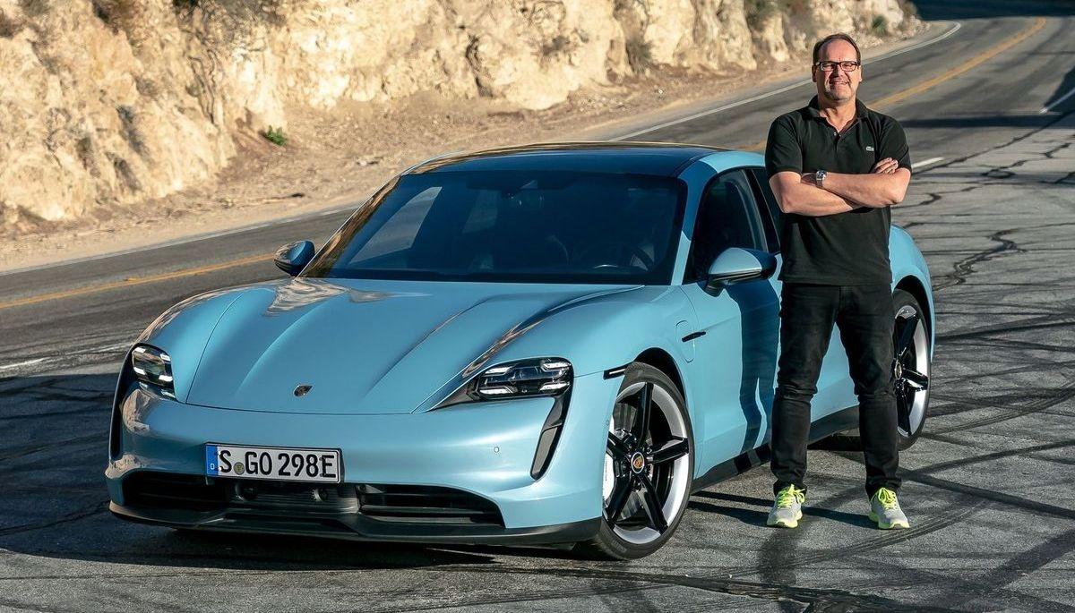 Autor Matthias Knödler mit dem Porsche Taycan 4S