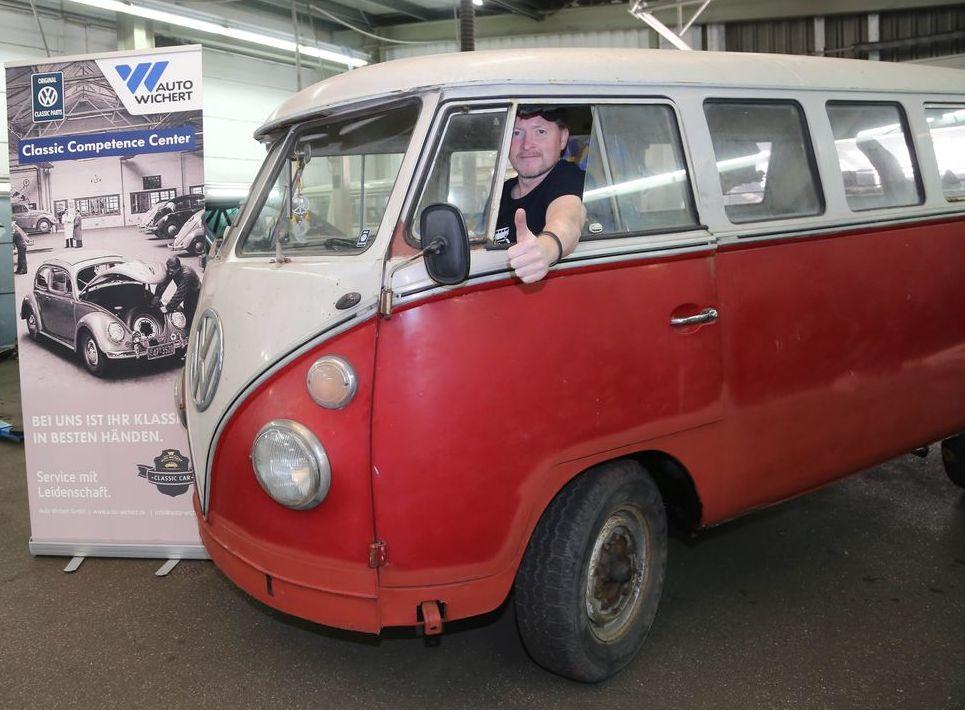 Joey Kelly mit seinem VW T1 bei Auto Wichert