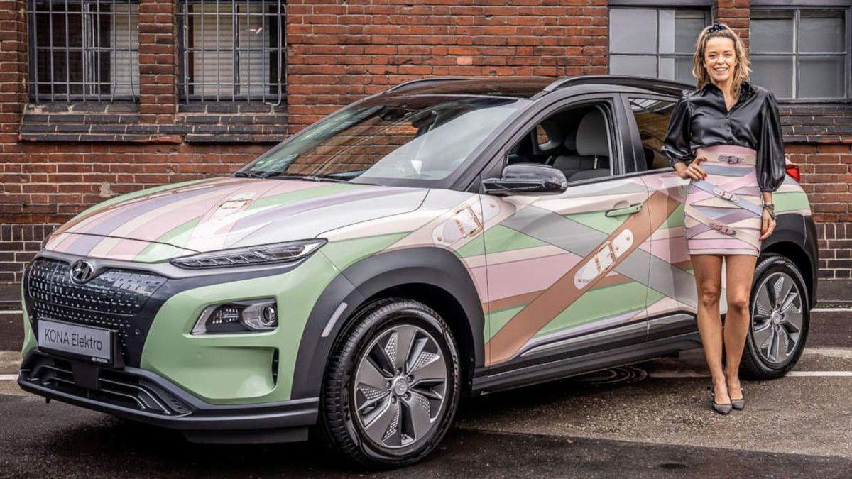 Marina Hoermanseder mit dem Hyundai Kona Elektro