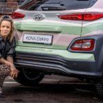Marina Hoermanseder tourt mit dem Hyundai Kona Elektro