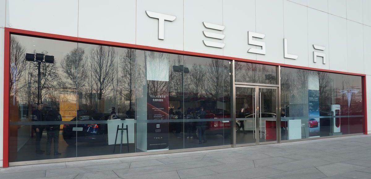 Tesla unterschreibt trotz Demos den Kaufvertrag