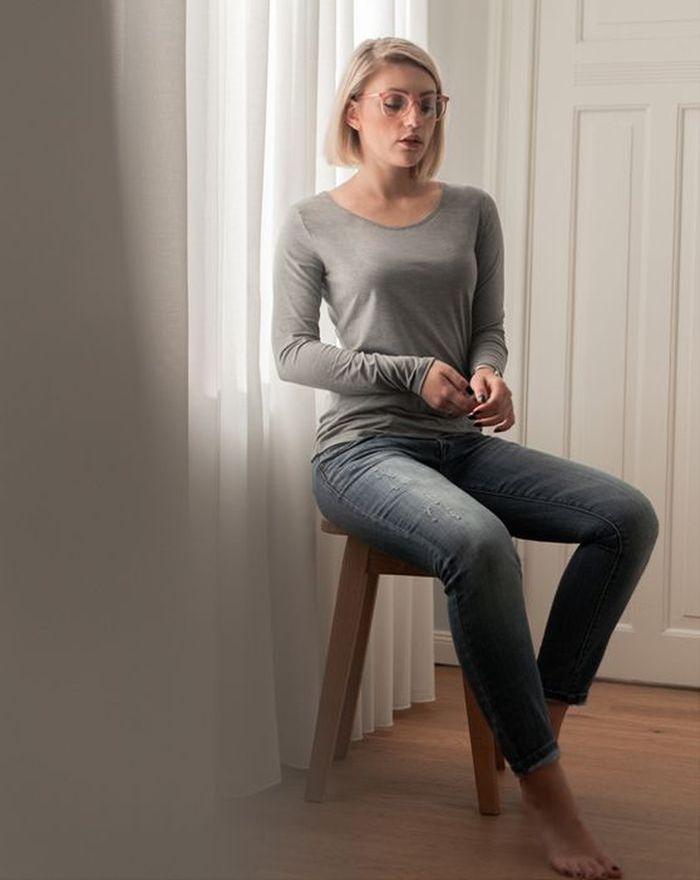 @cestlevi im Longsleeve von Grey Fashion