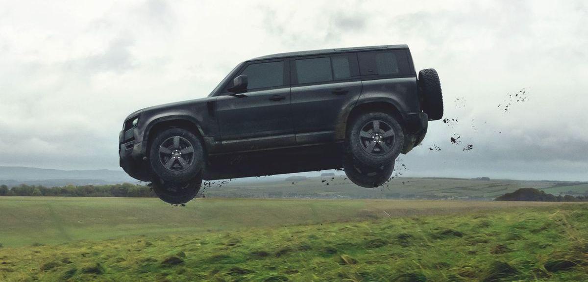"""Land Rover Defender bei den Dreharbeiten zum James-Bond-Film """"Keine Zeit zu sterben"""""""