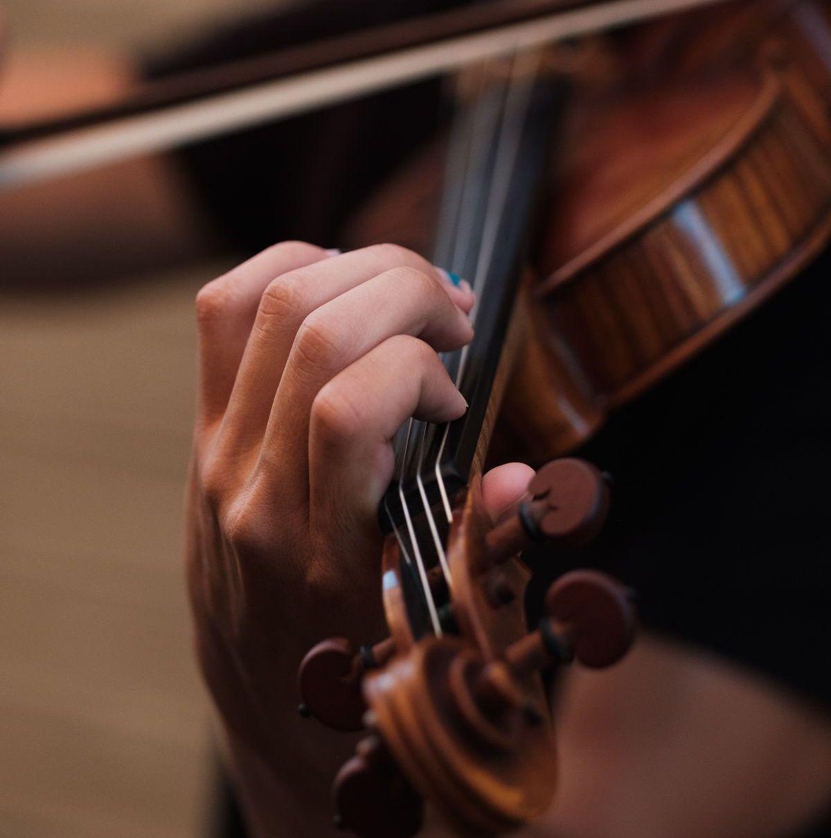 Für Künstler wie Cellistin Hannah Chang oder Geigenspieler Chao Bin sind die Instrumente unentbehrlich.
