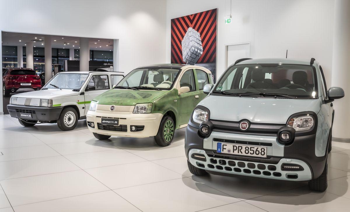 Fiat Panda Elettra (1990), Fiat Panda Aria (2007) und Fiat Panda Hybrid (2019) im Motorvillage Frankfurt