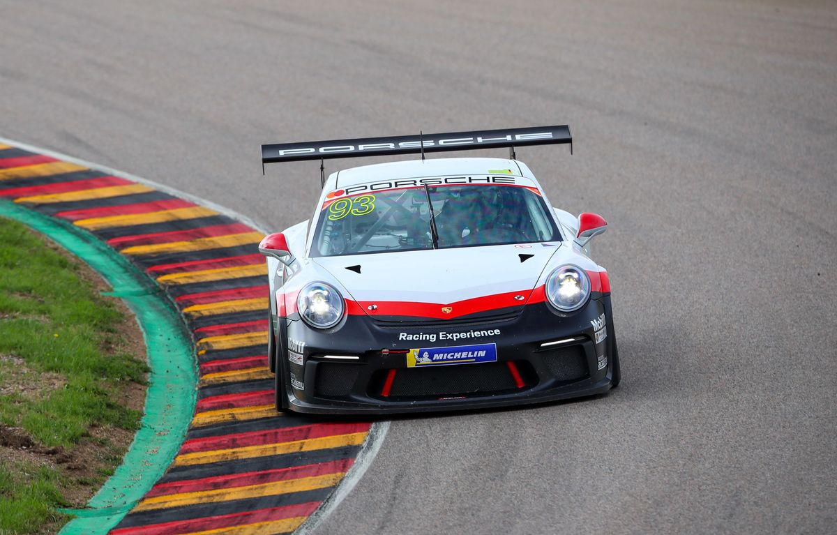 Michael Fassbender mit dem 911 GT3 Cup bei der Porsche-Racing-Experience