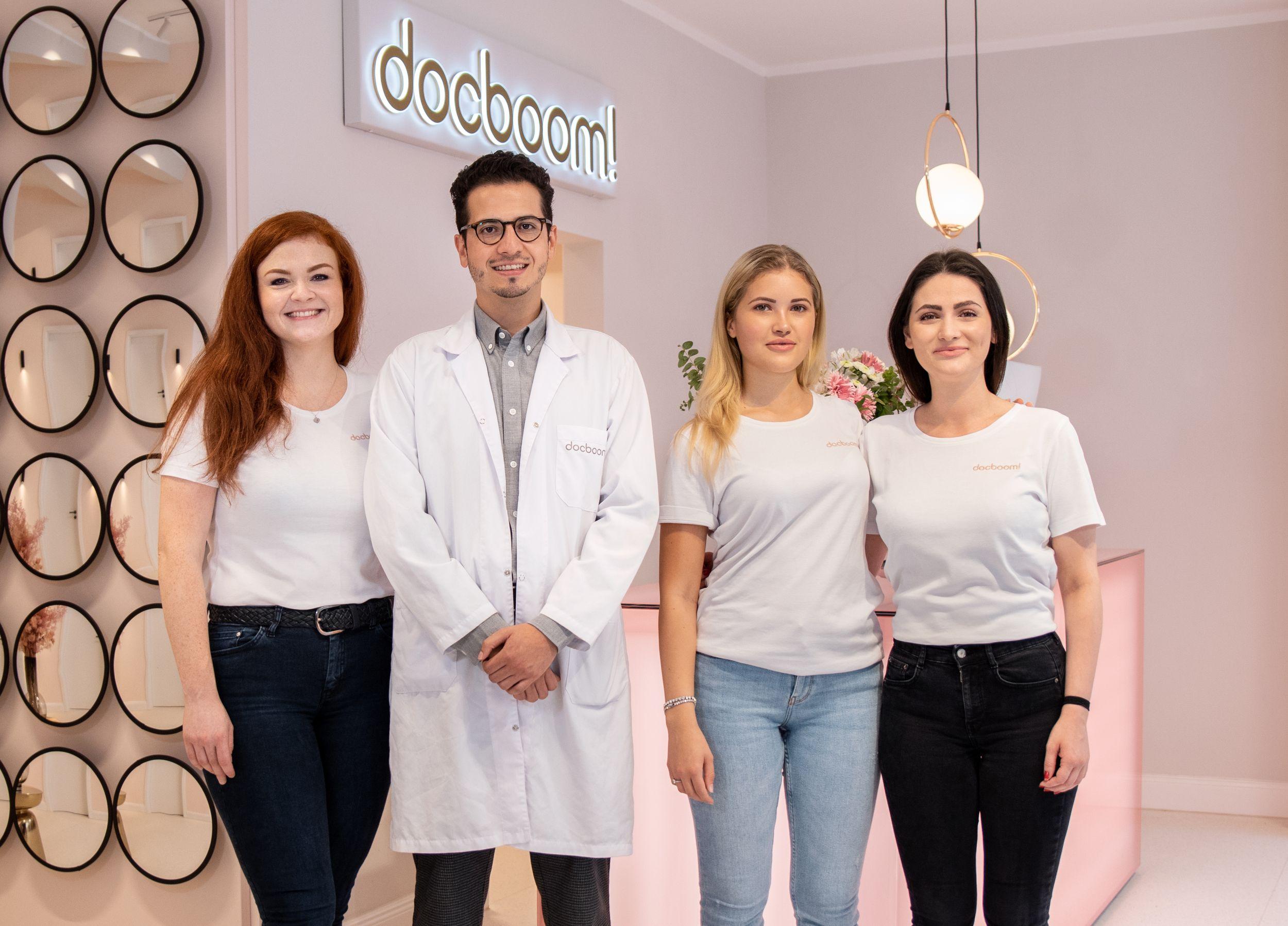 docboom-Team in Hamburg-Winterhude: Patrycja Plichta (Medical Skin Expert), Jorge Castañeda (M.D., Arzt für Ästhetische Medizin), Chiara Goffredo (Auszubildende), Tullia Geissler (Managerin)